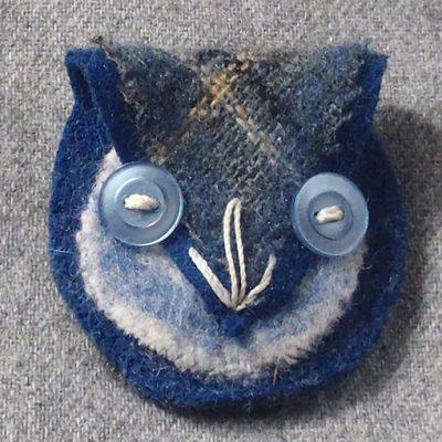 handmade jewellery felted brooch