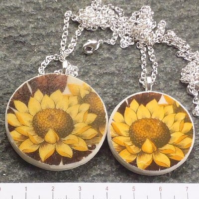 handmade jewellery broken china plate pendant